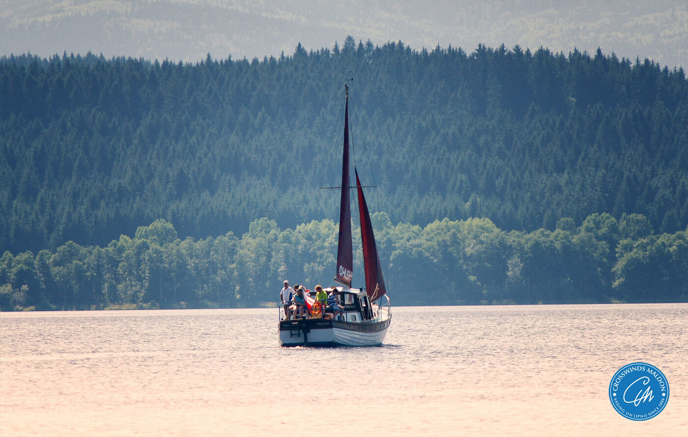 Výlety stylovou anglickou jachtou po jezeře Lipno